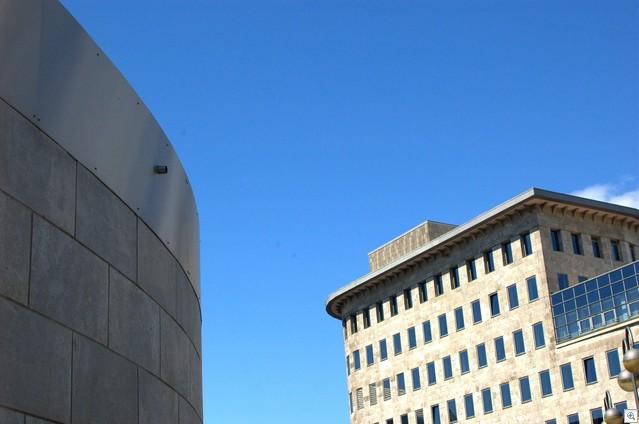 Mehr Gebäude