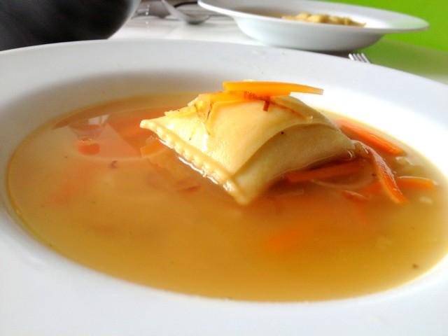 Suppe mit Maultasche