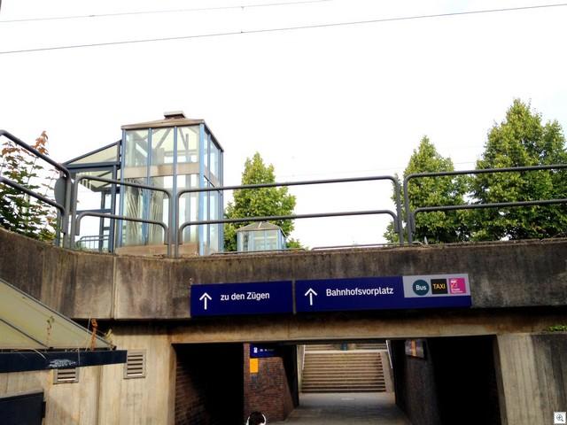 Zum Bahnhofsvorplatz