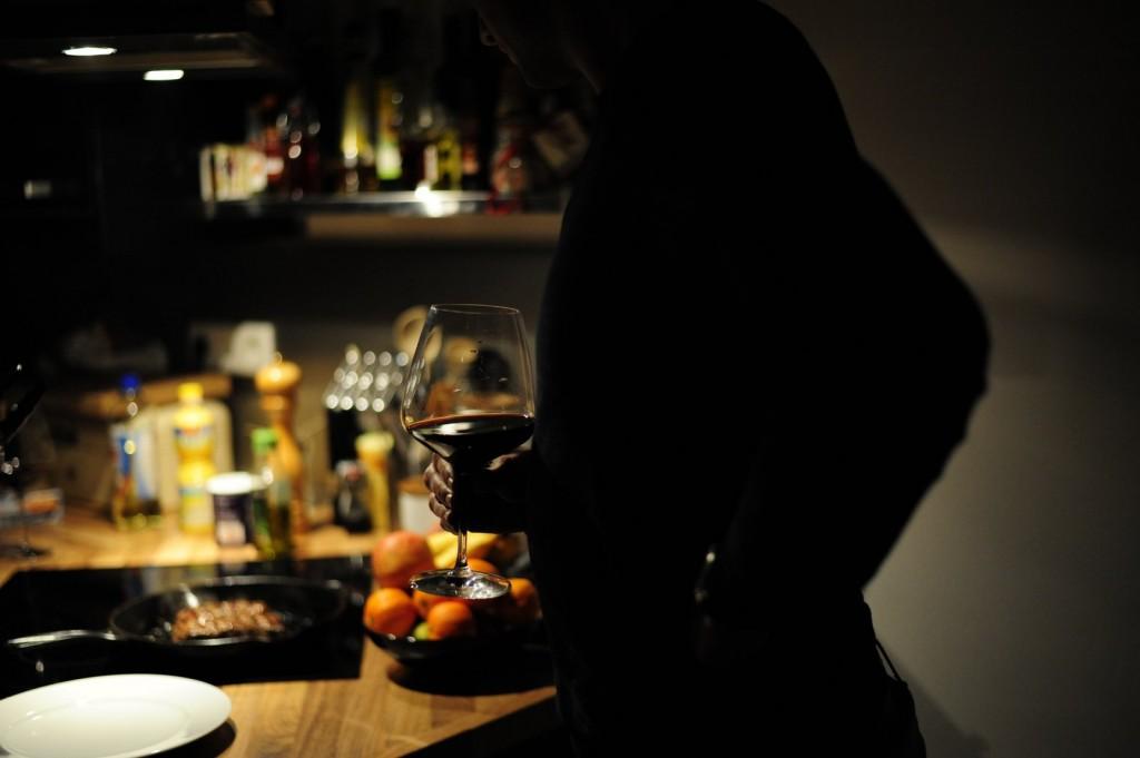Gast mit Wein
